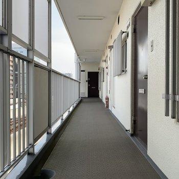 奥行きのある眺望、階段に一番近い角部屋です