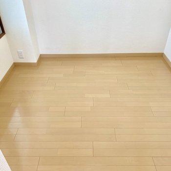 【洋室3.5帖】コンパクトな空間だけど落ち着くな〜