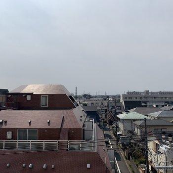 眺望は住宅街とキレイな青空