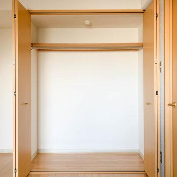 【納戸】こちらは大きめのサイズ※写真は2階反転間取り別部屋のものです