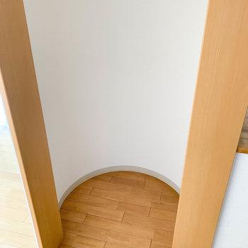 【LDK】どうやら冷蔵庫置き場?のようです。※写真は2階反転間取り別部屋のものです