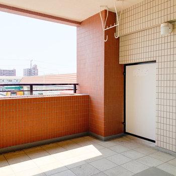 日当たりの良いバルコニー。 ガーデニング始めちゃおうかな〜※写真は2階反転間取り別部屋のものです