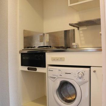 キッチンにはなんと洗濯機が付いてます