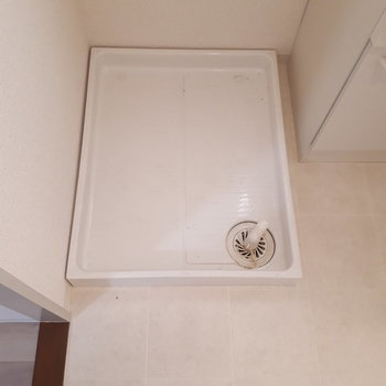 よこには洗濯機置き場が