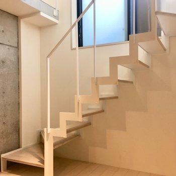 【1階】2階へ行ってみましょう〜わくわく※写真はクリーニング前のものです。
