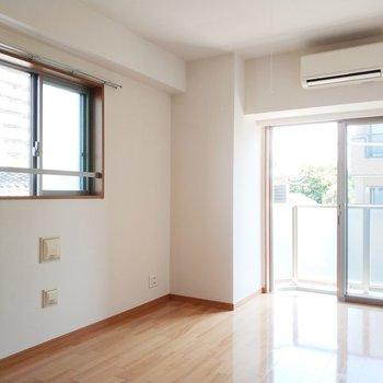 2面採光で気持ちのいい空間!※写真は通電前・3階の同間取り別部屋のものです