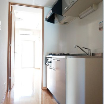 キッチンまで光が届く届く!※写真は通電前・3階の同間取り別部屋のものです