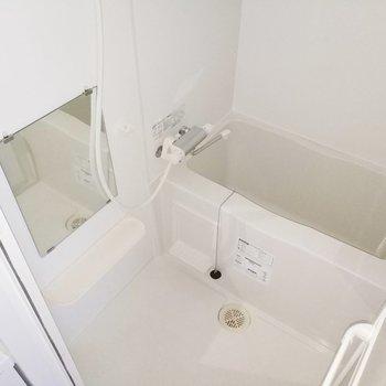 しっかりと清潔な浴室です◎※写真は通電前・3階の同間取り別部屋のものです