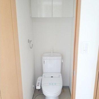 トイレは別々でうれしいの一言。※写真は通電前・3階の同間取り別部屋のものです
