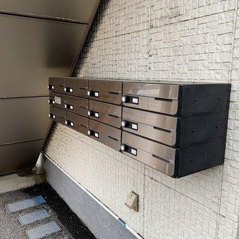 ポストボックスは入口にありますね。
