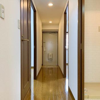 さて、廊下へ。