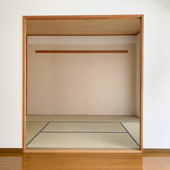 【LDK】隣に和室が繋がっています。