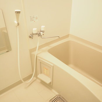 お風呂もゆとりがあります。※写真は同間取り別部屋です
