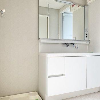 洗面台がすごく広いですね。使いやすそう!※写真は通電前のものです