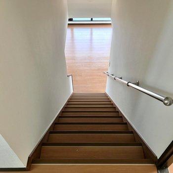1階に降りて廊下に行きます。