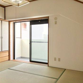 隣の和室は洋室からも廊下からも行けます。