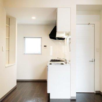 【LDK】キッチン向かいの収納庫を活用しましょう