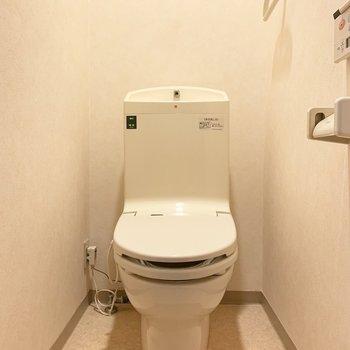 トイレは個室です、ウォシュレット付き