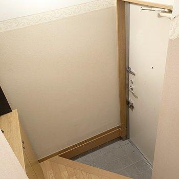 玄関は少し段差のあり、三角形ですね