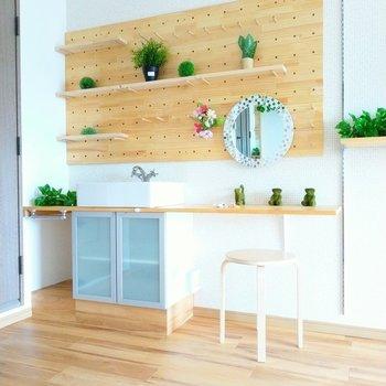 洗面台付きの身支度スペース◎※写真は6階の反転間取り別部屋、モデルルームのものです