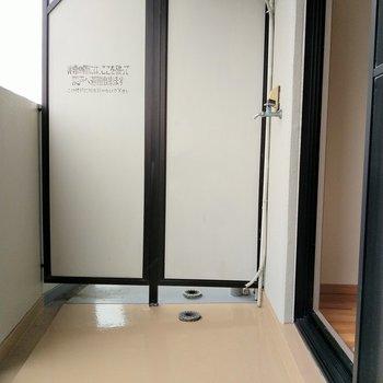 広々としたバルコニー◎※写真は6階の反転間取り別部屋、モデルルームのものです