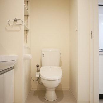 トイレはその横に