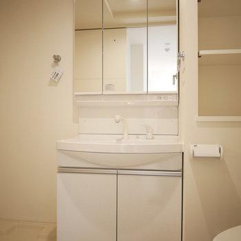 幅広めの独立洗面台