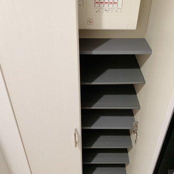 玄関収納です。※写真は3階の同間取り別部屋のものです