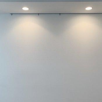 ダウンライトがいい雰囲気をだしてます。※写真は3階の同間取り別部屋のものです