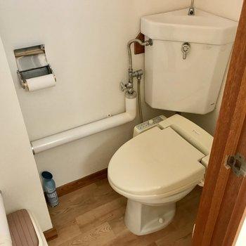 ウォシュレットタイプのトイレなんです!