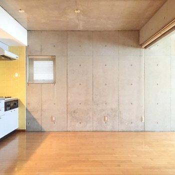 広々キッチン※写真は4階の同間取り別部屋のものです