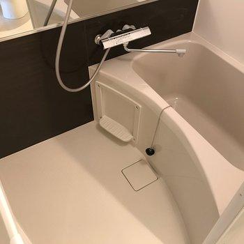 浴室は広さ十分!※写真は同間取り別部屋のものです。