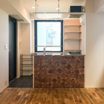 バーカウンターのようなお洒落キッチン!※写真は同間取り別部屋のものです。
