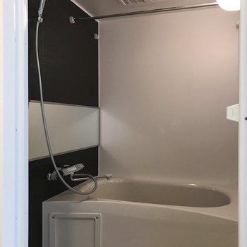 浴室乾燥機能付き!シャワーヘッドも立派です。