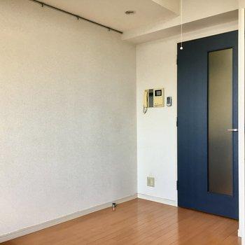 扉の色可愛いですね!※写真は13階反転間取り別部屋のものです