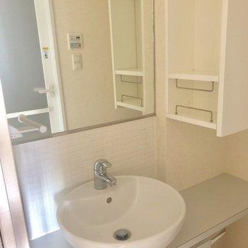 かわいい丸い洗面台ボウル!※写真はクリーニング前・10階同間取り別部屋のものです