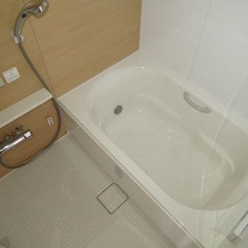 お風呂もさわやかゆったりめ!※写真は7階同間取り別部屋のものです