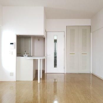 幅もあってワンルームなのにひろ~い!!※写真は7階の反転間取り別部屋のものです