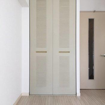 扉を開けると、、、※写真は4階の反転間取り別部屋のものです