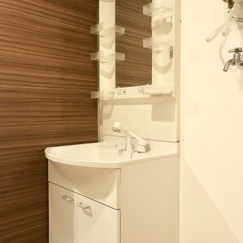 シンプルな洗面台※写真は同間取り別部屋です
