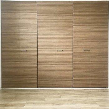 扉はブラウンのウッド調、雰囲気いい♪※写真は同間取り別部屋です