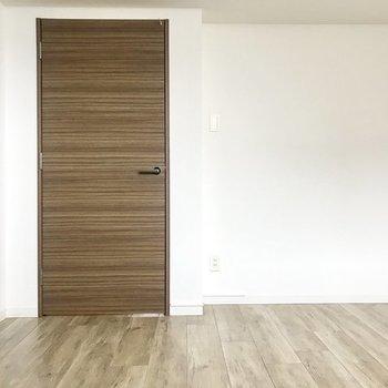 もう1つの寝室。※写真は同間取り別部屋です