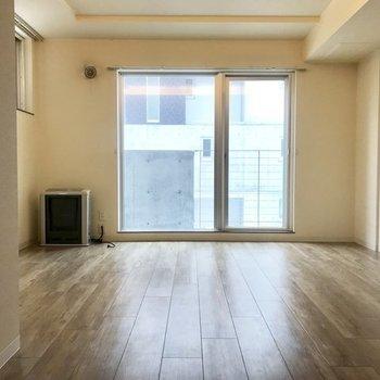 玄関のある階はリビング※写真は同間取り別部屋です