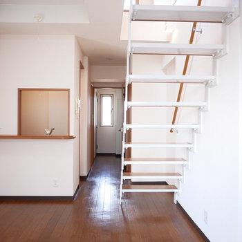 反対側から。階段下も無駄なく使えますね!
