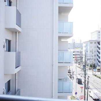 眺望は隣のマンション!圧迫感はありません。