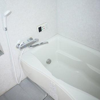 浴室は追い焚き機能がついています!