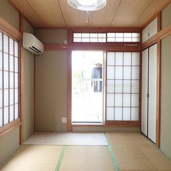 【和室1階】2面採光で明るい印象です。