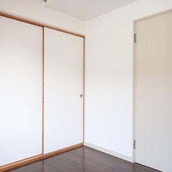 【洋室4.5帖】こちらのお部屋はロフト付き、