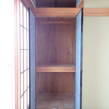【和室1階】収納は縦に長く布団なども入りそう。