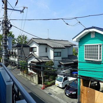 【和室2階】周りは住宅街です。